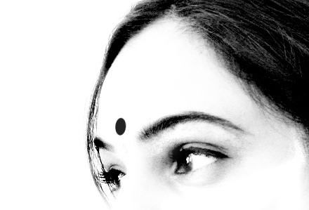 women-india-bindi-indianwomen-beautiful